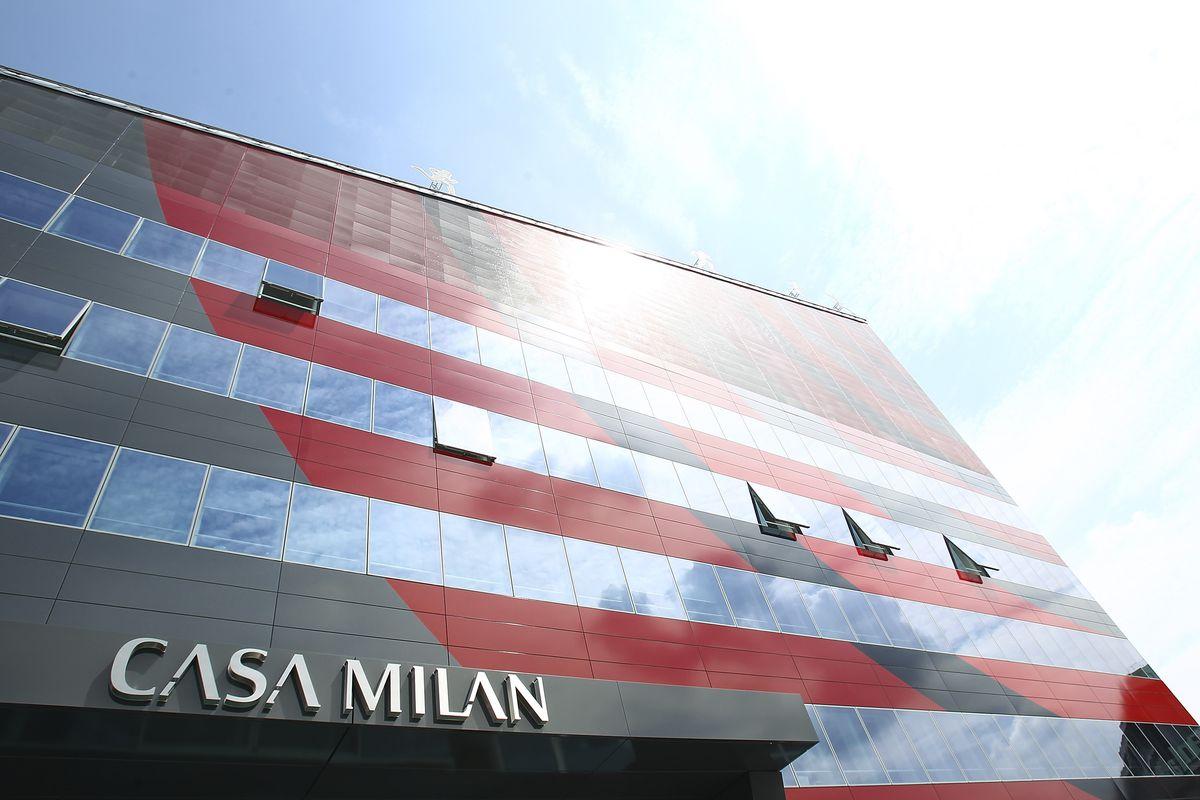 A sentença da UEFA, que estava sendo aguardada para hoje, deverá sair nos próximos dias. Segundo informou o 'Sky Sports', é esperado que a entidade dê o seu veredito sobre o Milan e o Fair Play Financeiro entre a sexta (22) e a segunda-feira (25) da próxima semana.