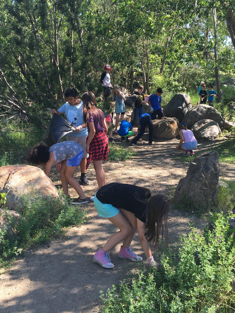 The Grade 5 students enjoyed a beautiful morning exploring a local wetland and caring for creation! #FLGpride #ECSDFaithInspires <br>http://pic.twitter.com/wWryTv8rtH