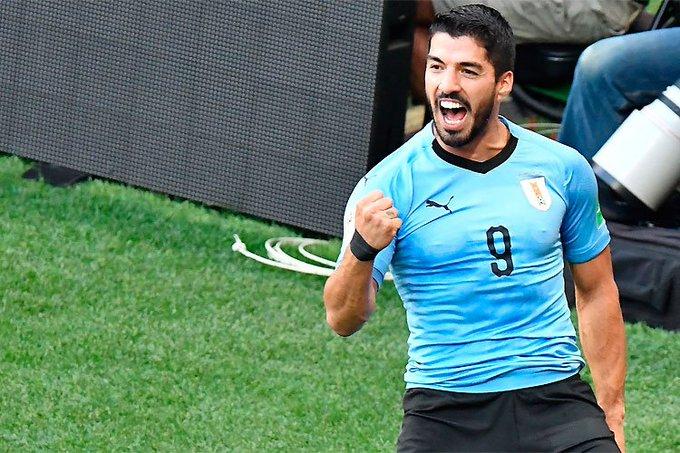 Após atingir marca histórica pelo Uruguai, Luís Suárez festeja gol com homenagem especial Foto