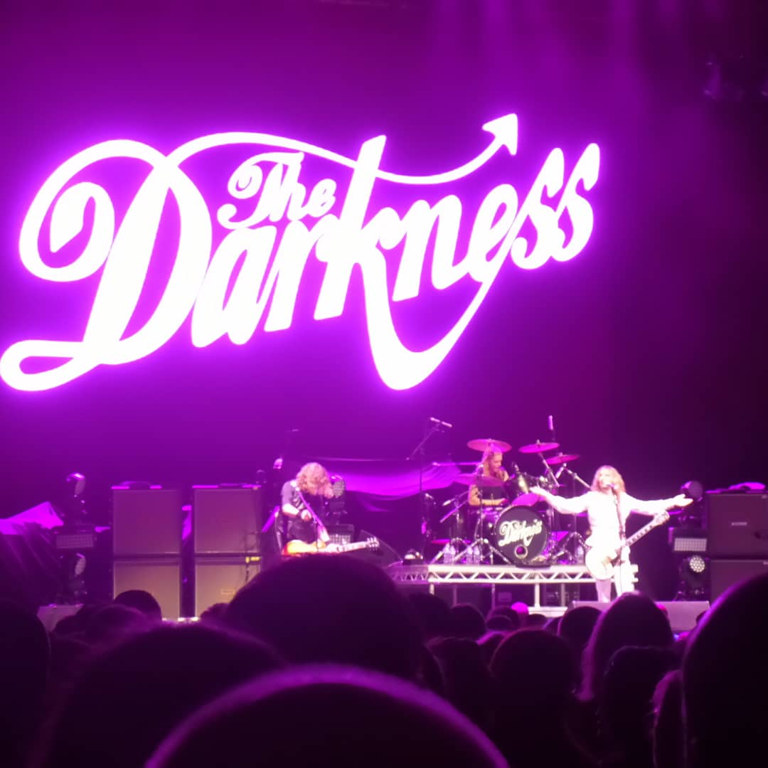 @thedarkness Worth waiting since to 2003 to see play live.