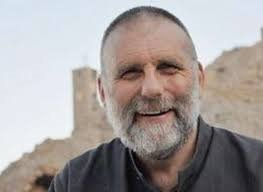 Un pensiero ogni giorno per non dimenticare Padre DallOglio e tutte le persone rapite. Che tornino sane e salve. #SaveSyria #SaveAleppo #SaveGhouta #SaveAfrin e per tutte le guerre nel mondo.