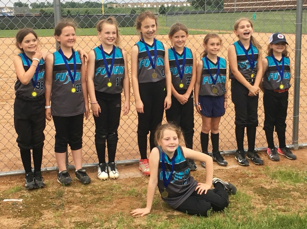 Here are YOUR 2018 Apple Valley 8U Sharks!  (Yes, mine is the attention seeking one up front)<br>http://pic.twitter.com/ue5yjixHU1 &ndash; à Eastview High School