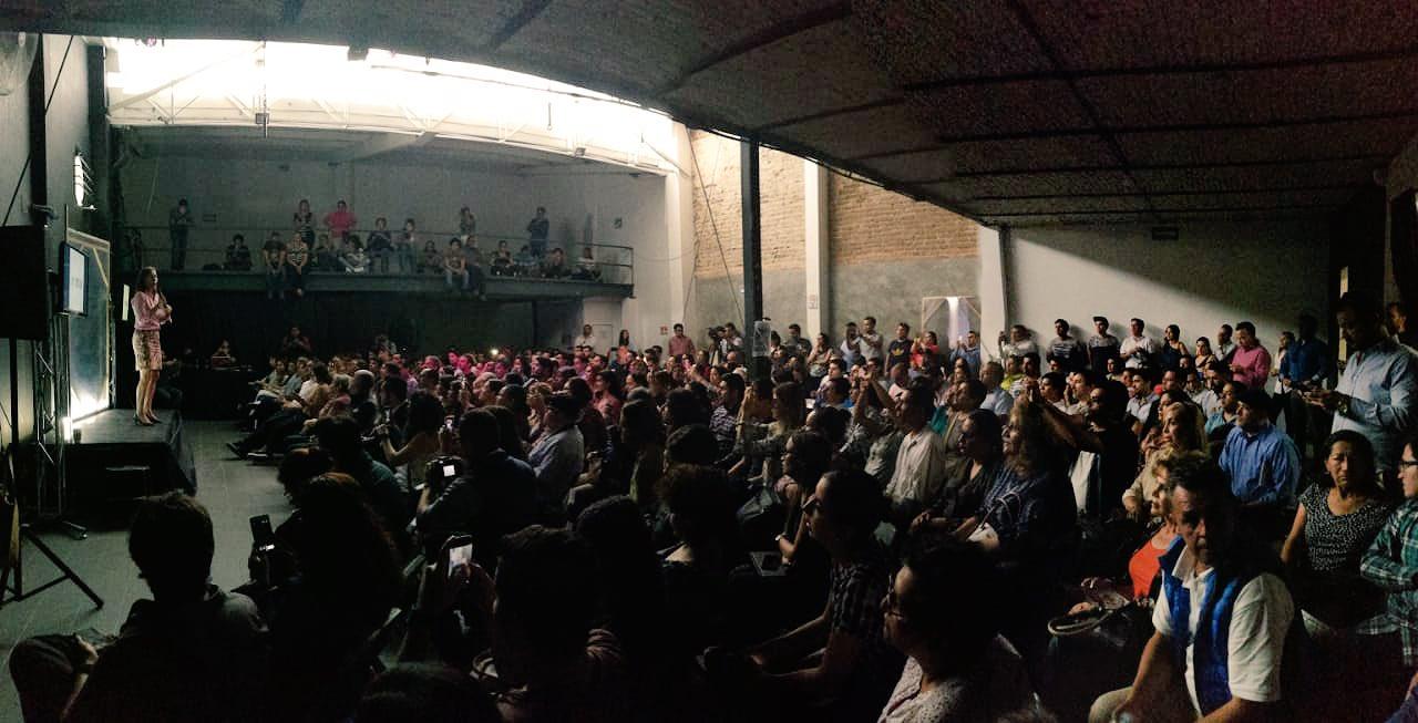 Escuchando propuestas y compromisos en Guadalajara. Nosotros somos parte primordial de este cambio. https://t.co/91BbiM0G8h