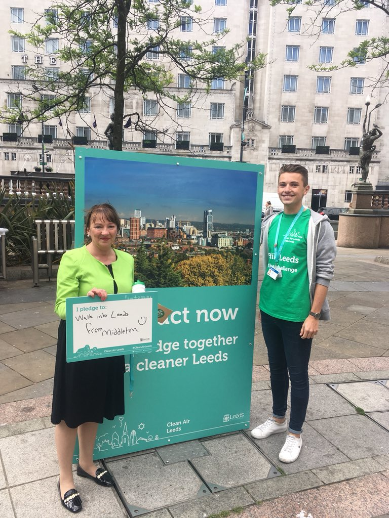 Cllr Kim Groves @groves_kim has walked all the way from #Middleton today (wearing Green!) in support of #CleanAirDay #5MileLeeds!! How fantastic! What can you do to travel more sustainably?