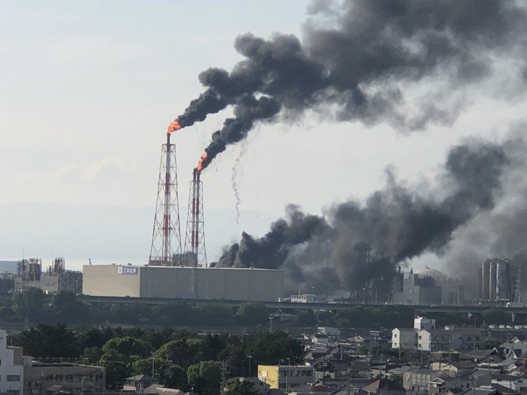 三井化学大阪工場で火事が起きている現場の画像