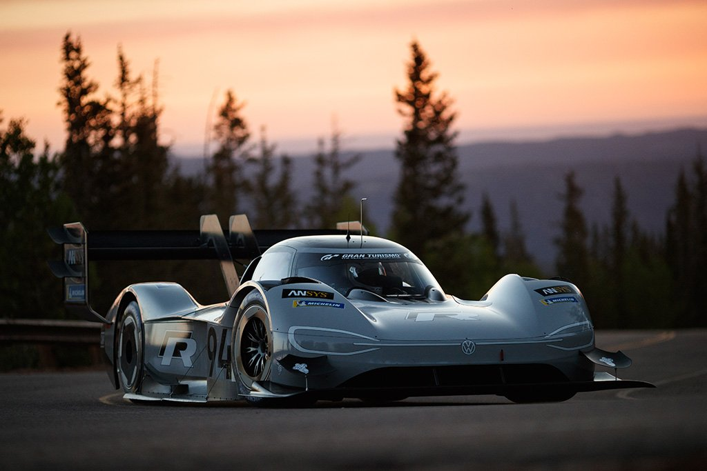 UK based Integral e-Drive collaborates with Volkswagen Motorsport on their fully-electric Pikes Peak Challenger racing car:  https:// zenoot.com/integral-e-dri ve-collaborates-with-volkswagen-motorsport/ &nbsp; …  #GBmfg #Ukmfg #ElectricVehicles<br>http://pic.twitter.com/Wa5dJg4WWo