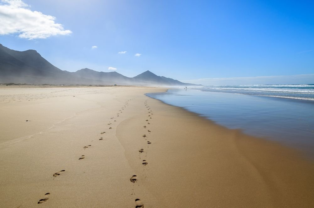 Good morning Thursday!  &#39;A journey of a thousand miles must begin with a single step&#39;.  Lao Tzu  #HappyThursday #FelizJueves <br>http://pic.twitter.com/xryOae8wcu