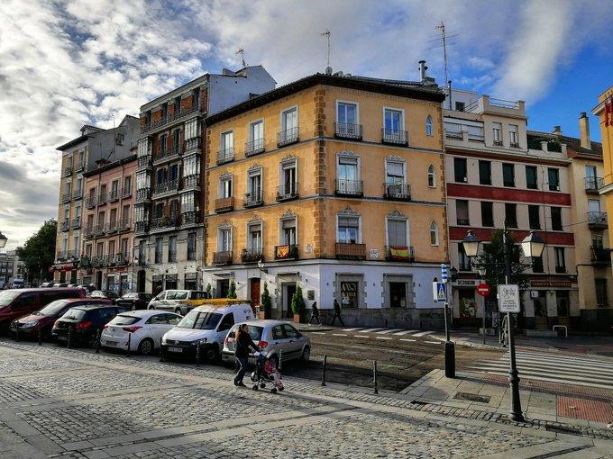 Escenas matinales por Madrid, cuando la ciudad va recobrando su pulso ¡Buenos días! 👋👋👋 #madrid #FelizJueves Photo