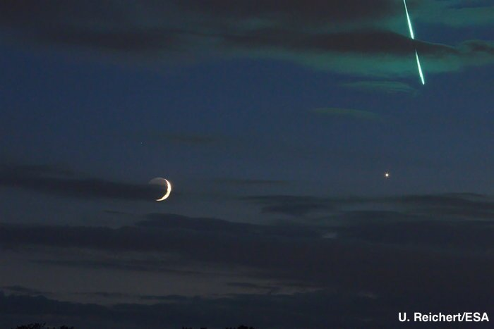 A photographer in Germany hoping to capture the moon and Venus in one shot was in the right place at the right time as a fireball streaked across the sky—and his photo. https://t.co/6yV8K7aZvI