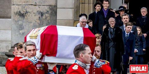 Cuatro meses después de la muerte del príncipe Henrik, la Familia Real danesa vuelve a vestirse de luto https://t.co/jjrD0j3FCa
