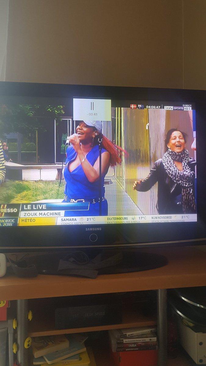 Quand tu regarde #Lexpresso sur @beinsports_FR et que tu crois que tu es sur @C8TV devant @TPMP car tu vois @meziane75 qui danse comme dab  @DALS_TF1 il faut lui proposer un truc @CamilleCombal  - FestivalFocus