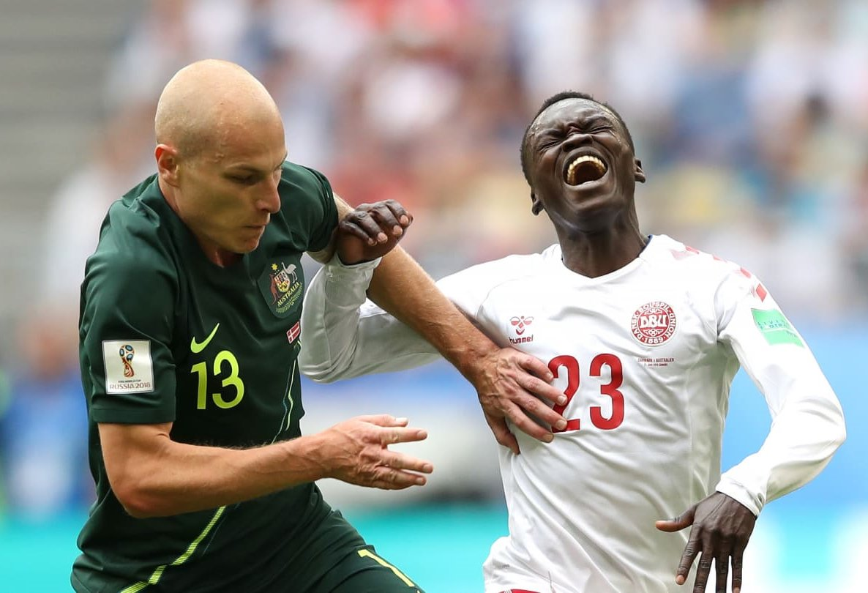 Dinamarca e Austrália chegam ao intervalo com um empate, 1-1.  #DENAUS #WorldCup https://t.co/zIwnmNiqYN