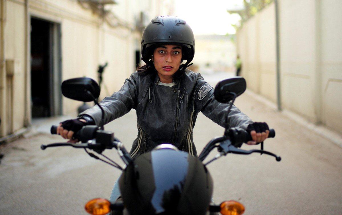 Com o fim da proibição, mulheres aprendem a andar de moto na Arábia Saudita https://t.co/9b1STypPAb #Olhaquelegal #G1