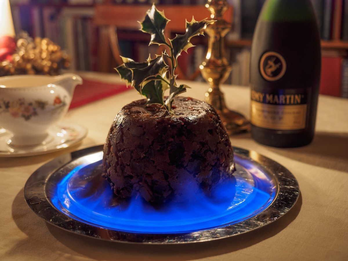 Christmas Pudding On Fire.Sven On Twitter 9 25 Classic British Food That