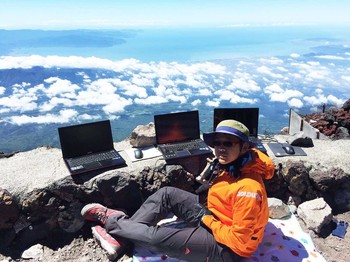 LAN party at Summit of Mt.Fuji (Japanese highest Mt. height 12,388 ft) with MSI laptop :D @NVIDIAGeForce #IWANTMAXQ