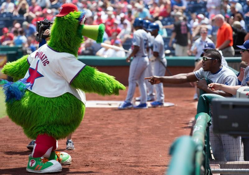 Phillie Phanatic's hot dog launch injures fan https://t.co/Ru5iAeosuS https://t.co/bBALadDicV