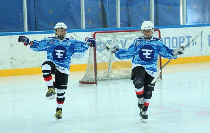 @Kuzya92 привет из Сочи! Челябинские пацаны из Трактора-2005 в теме 😉 Фото