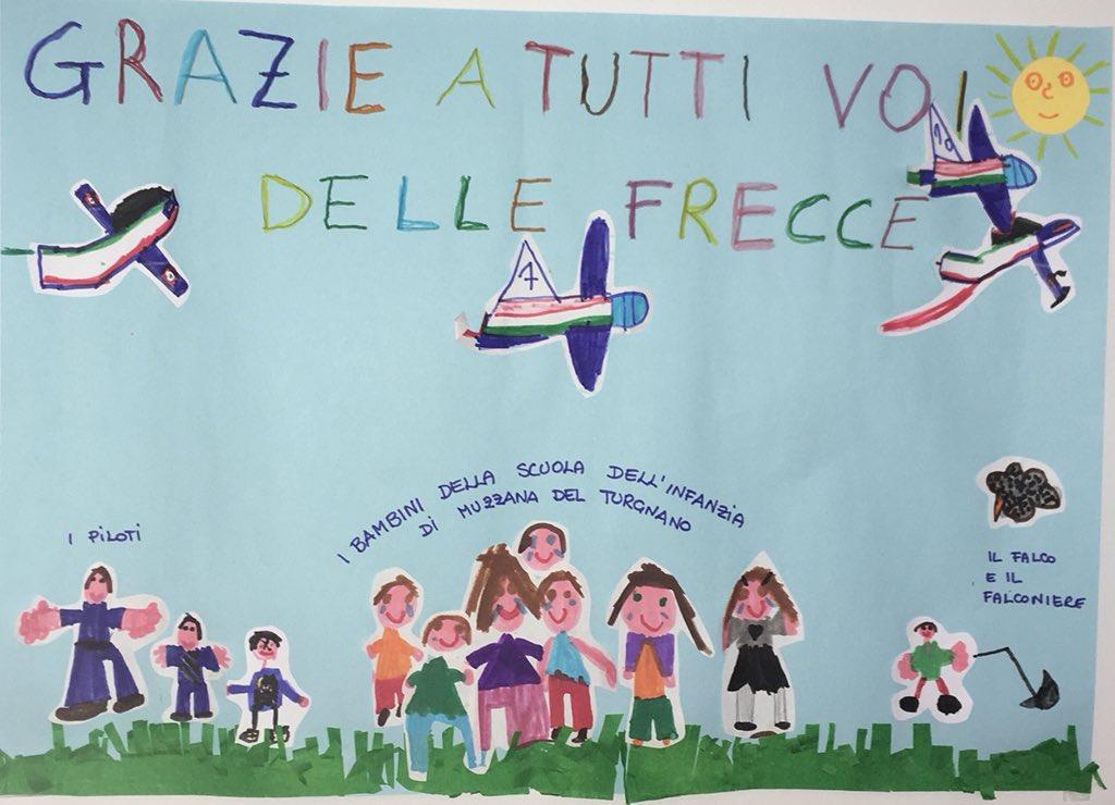Grazie ai bimbi della Scuola dell'infanzia di Muzzana del Turgnano (UD) per questo carinissimo pensiero dedicato alle #FrecceTricolori! @ItalianAirForce #latuasquadrachevola #freccetricolorinelcuore #AeronauticaMilitare