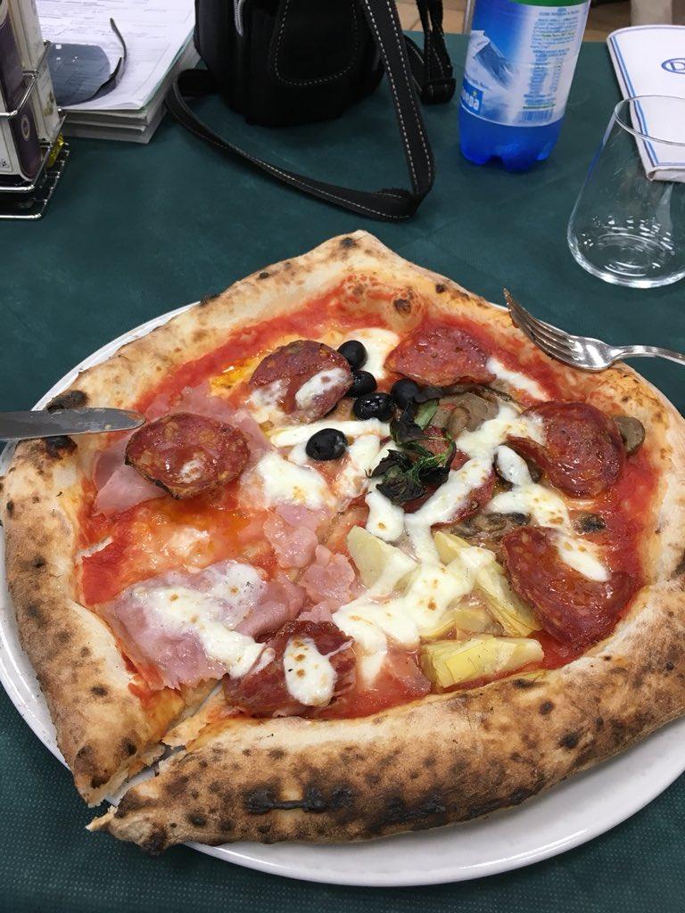 Non è di #cracco ma di un pizzaiolo napoletano in quel di Arezzo. Chiedo numi?  - Ukustom