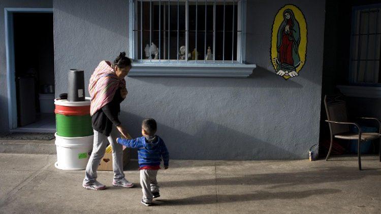 #Trump firma decreto per riunire #famiglie #migranti a #frontiera Usa-Messico - Vatican News https://t.co/bVMRRPWzQK