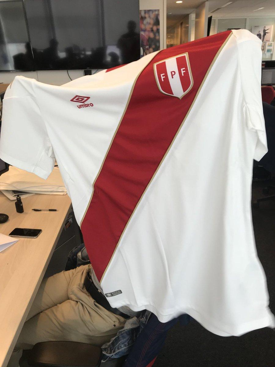🚨🚨[ 🎀🎁🎊ALERTE CADEAU EXCEPTIONNEL🎊🎁🎀]🚨🚨  Les amis ! Ce soir, on fait gagner le maillot du Pérou 🇵🇪 !  😍🤩😲😱   Pour tenter votre chance:   🔁Retweetez 🔁  ☑Followez le compte de l'#EDS☑  Bonne chance ! 🤞🤞 @UmbroFrance