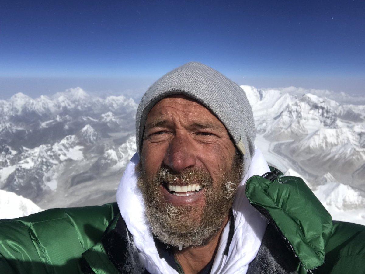 всего эверест фото на самом верху краска