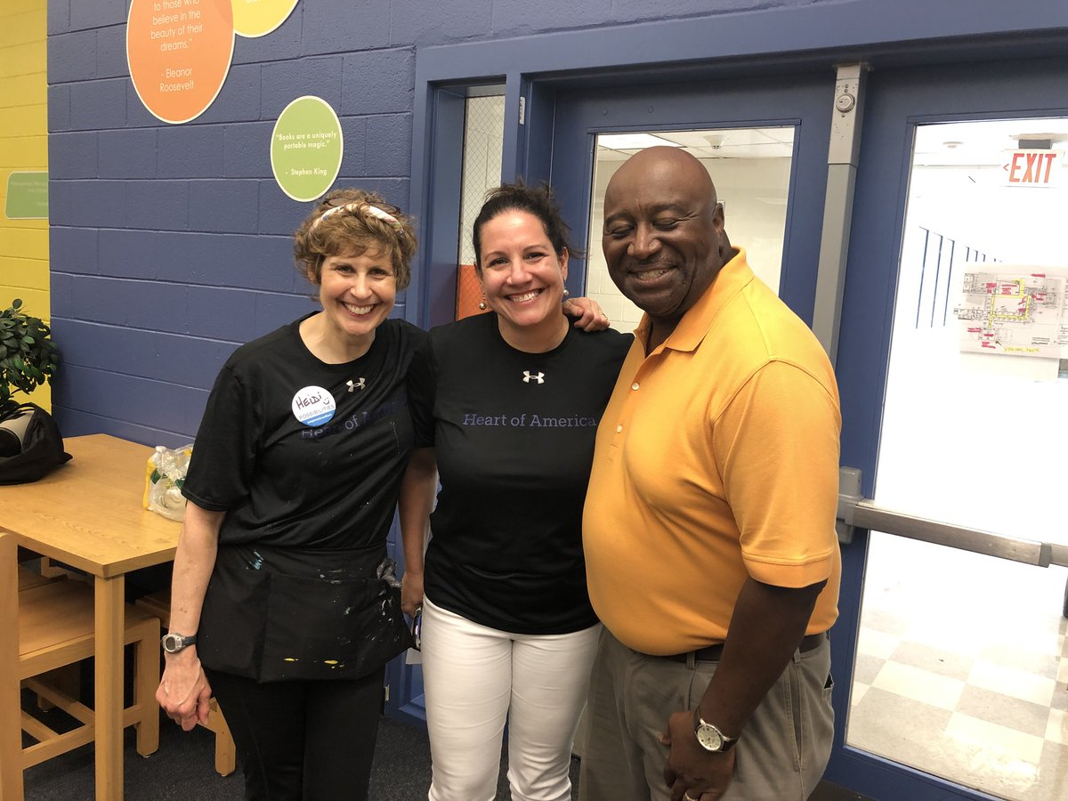 We are so incredibly thankful to @HeartofAmericaF #AbbVieGivesBack @apsLongms @CarstarphenMJ @APSPartnerships @AssocSupBattle for this amazing Makerspace 2018!! @KeishaBottoms<br>http://pic.twitter.com/5Z3ZRLf8yi