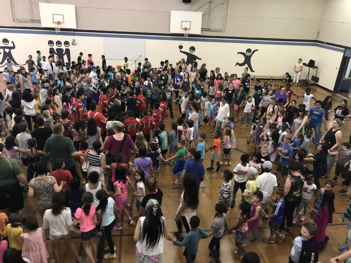 Final round dance thanks for coming out St. Vladimir @EcsdSt @stfrancisyeg @EdmCathSchools #NationalIndigenousPeoplesDay #Ecsdfaithinspires @MarkSylvestre @evelyn_sopkow @MarkSylvestre<br>http://pic.twitter.com/4QqRdMgzFO