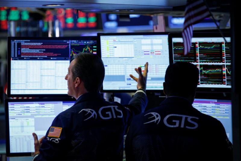 Wall Street falls as drops in Amazon, Intel add to trade jitters https://t.co/Vn2BfZfcdF https://t.co/uEaYy9t41c