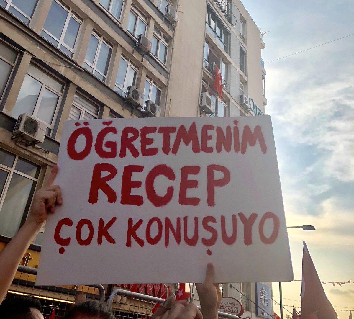 RT @cizyada: İzmir mitinginden #vekilince #izmir https://t.co/hRFypWNXMf