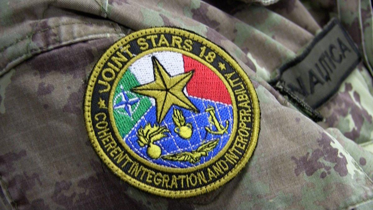 #AeronauticaMilitare in campo con le altre #ForzeArmate con  l'obiettivo di pianificare e condurre operazioni aeree simulate nell'ambito di  una campagna militare interforze per la 2ª parte dell'esercitazione  #JointStars18 organizzata dalla #Difesa #UnaForzaPerIlPaese