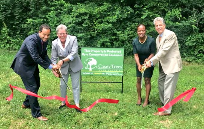 ICYMI: Thanks to #Vacant2VibrantDC&#39;s partnership with @CaseyTrees, we are preserving more green space in DC.  We celebrated this yesterday in #Ward4 during #JuneHousingBloom with a ribbon cutting and sign placement<br>http://pic.twitter.com/OA6fvS7Mpv