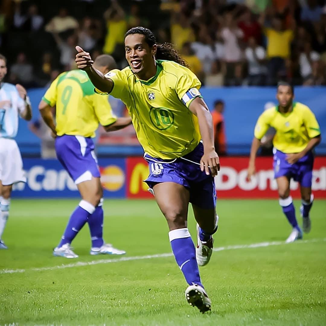 #TBT Copa das Confederações 2005 entre Brasil x Argentina! 🤙🏾 🇧🇷