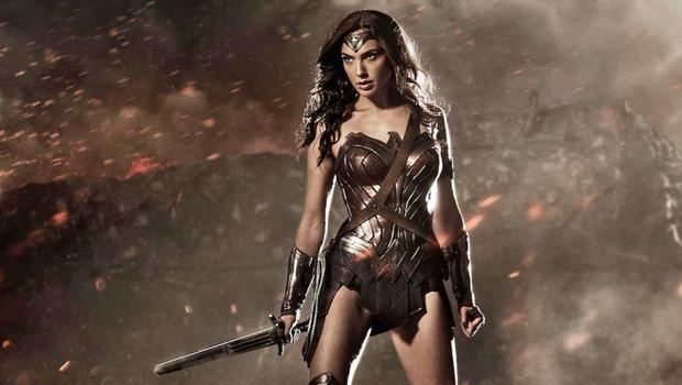 Gal Gadot Could Be Bringing WONDER WOMAN 1984 To San Diego Comic Con Wow. Between this, and the trailers for #Aquaman and #Shazam, #DC is preparing to STORM #SDCC. revengeofthefans.com/2018/06/21/gal…