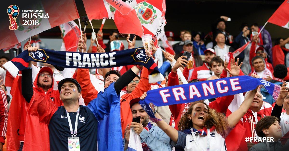 Les fans français un peu esseulés au milieu des supporters péruviens ! 😄 #FRA #FRAPER #CM2018