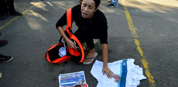 Mãe de aluno morto na Maré mostra uniforme com sangue: 'bandido não carrega mochila' https://t.co/zjaHGuh6B9