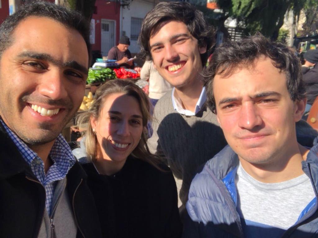 #AquiYAhora En Jacinto Vera nos acercamos a conversar con vecinos y feriantes junto a @faraujo404 @MDelucchi404 @joaquinnn14am #ElEquipoDeLacallePou