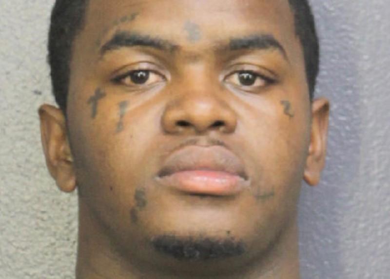 Suspeito de assassinato do rapper XXXTentacion é preso na Flórida https://t.co/Ba1CiVaPhF