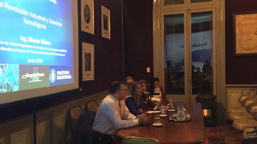 En charla organizada por el @CEFJOSEFAORIBE en el mes del medio ambiente sobre desechos electrónicos y economía circular @FedericoNola_ @EsHoy404 @AireFresco_404 @graguido @QCarambula