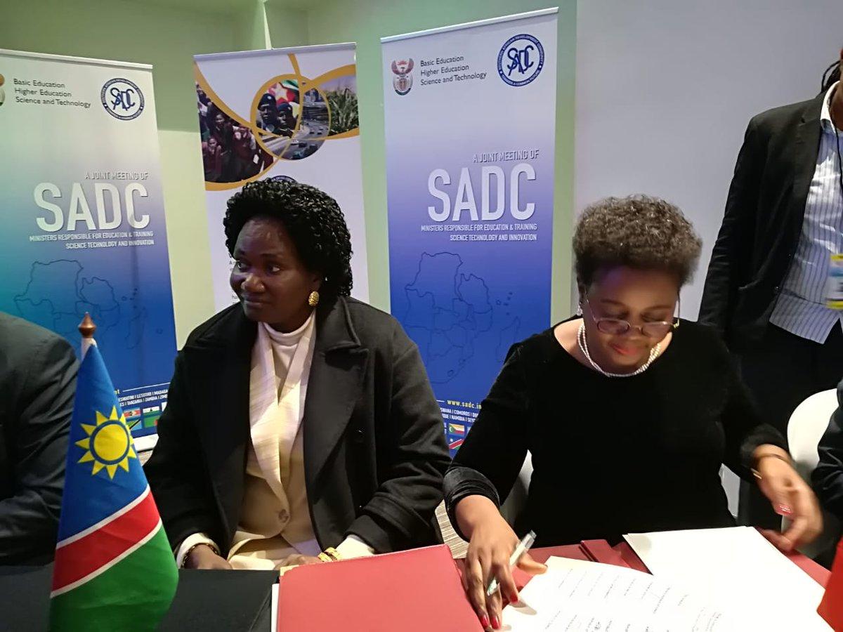 #SADC2018 SADC Ministers of STI signs a SADC Charter on STEM <br>http://pic.twitter.com/fGKvbVSTGb