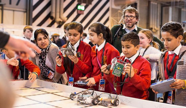 Designed to get students excited about STEM subjects, Big Bang Near Me is a programme of UK-wide events. Fun-filled exhibits and interactive workshops are taking place in schools and communities from July  http:// ow.ly/svzV30kB4tP  &nbsp;  <br>http://pic.twitter.com/Gj3Bp07Slx