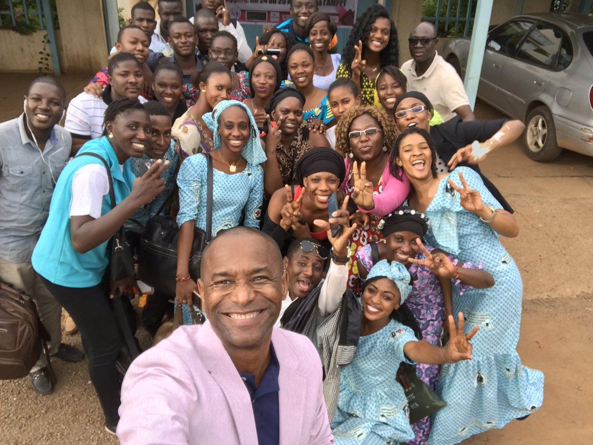 Here's the kind of #Selfie we like: @SenamBeheton after a training for 30+ new #FamilyPlanning #Youth Ambassadors in Mali. #NationalSelfieDay https://t.co/R02ADtZVE7