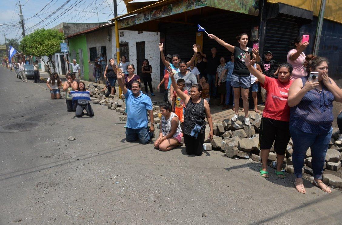Así recibió Masaya a los obispos, sacerdotes y el nuncio apostólico que frenaron los ataques por parte de la Policía y paramilitares hacia la población #SOSNicaragua #GritoPorNicaragua