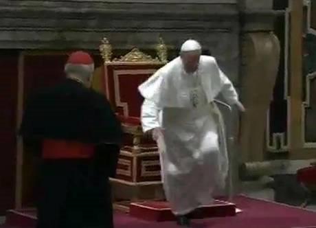 @a_meluzzi @marise325 Questa è la Chiesa di #Bergoglio, fatto di preti (per non parlare di Vescovi e cardinali) che sono gay o peggio pedofili. Le chiese sono vuote ed i figli tenuti a casa, lontani da questi prelati.  - Ukustom