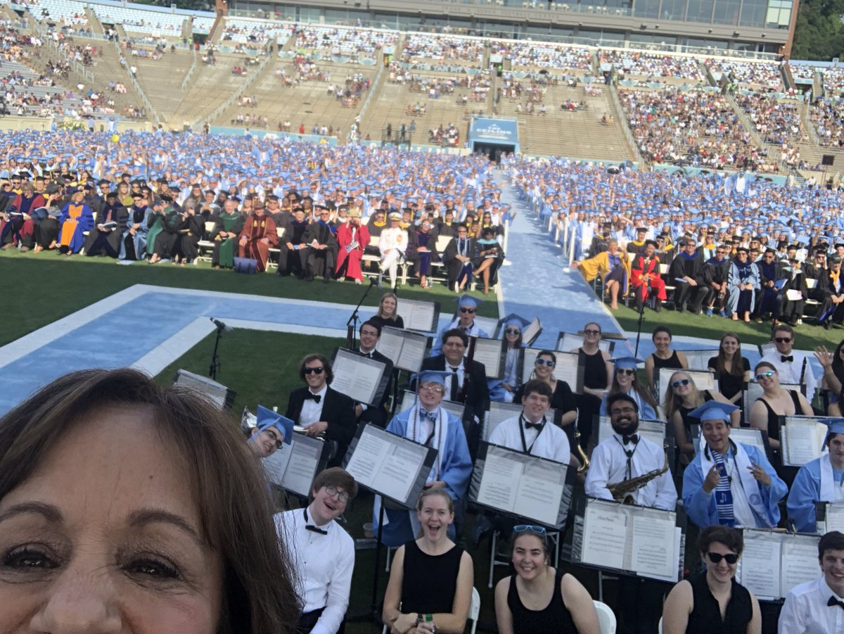 What makes a great selfie is who you take it with! #NationalSelfieDay #ClassOf2018 https://t.co/VxUbOjzbE7