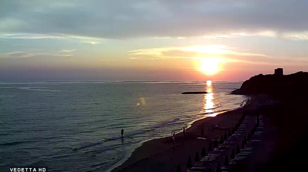 A gentile richiesta si replica...certe serate iniziano così...buona sera dal mare saluti cartolina #romeisus Tor Caldara Anzio Roma...  - Ukustom