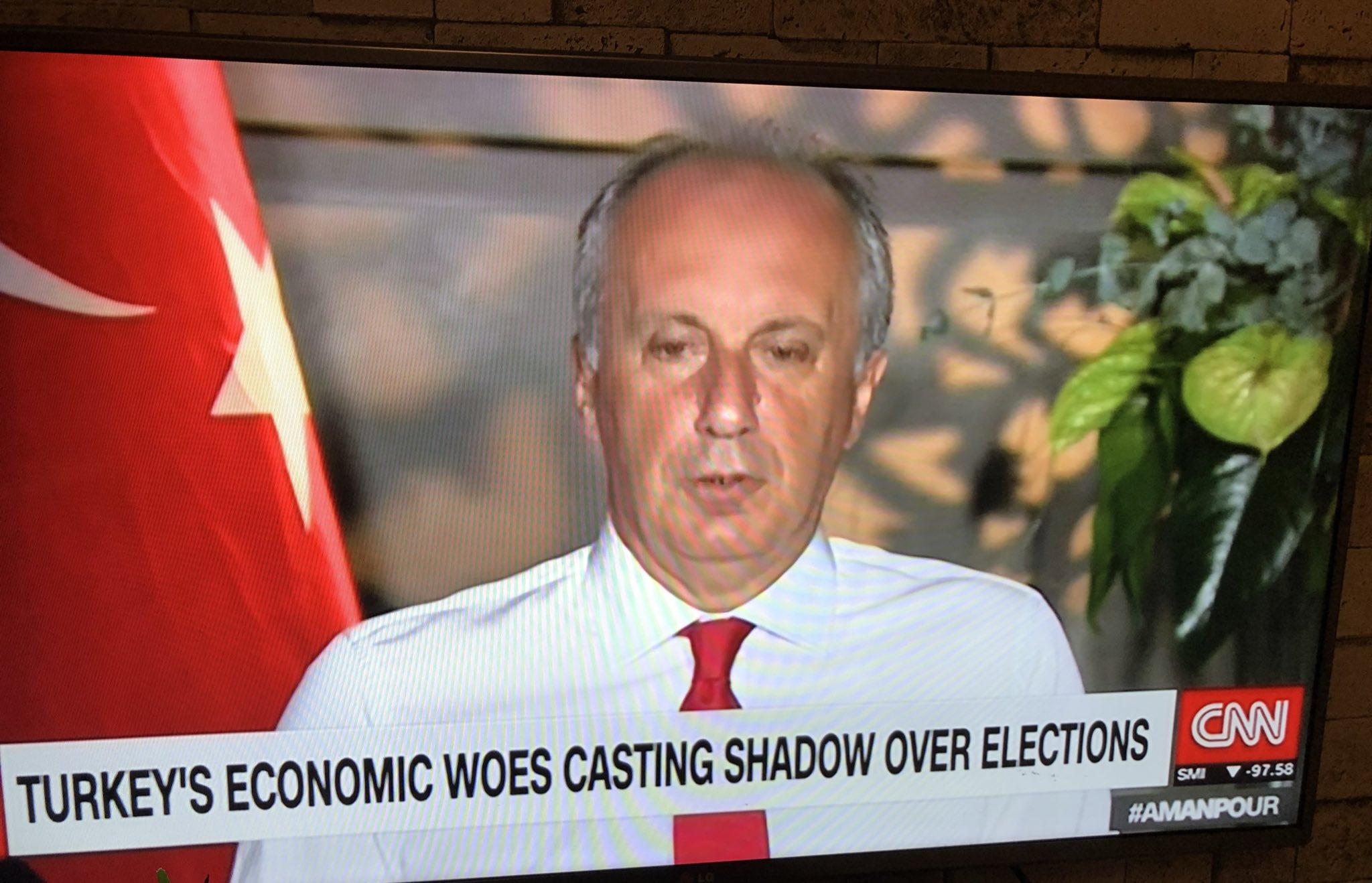 CNN Türk susuyor, CNN International yayınlıyor https://t.co/DqhI4vqq5C