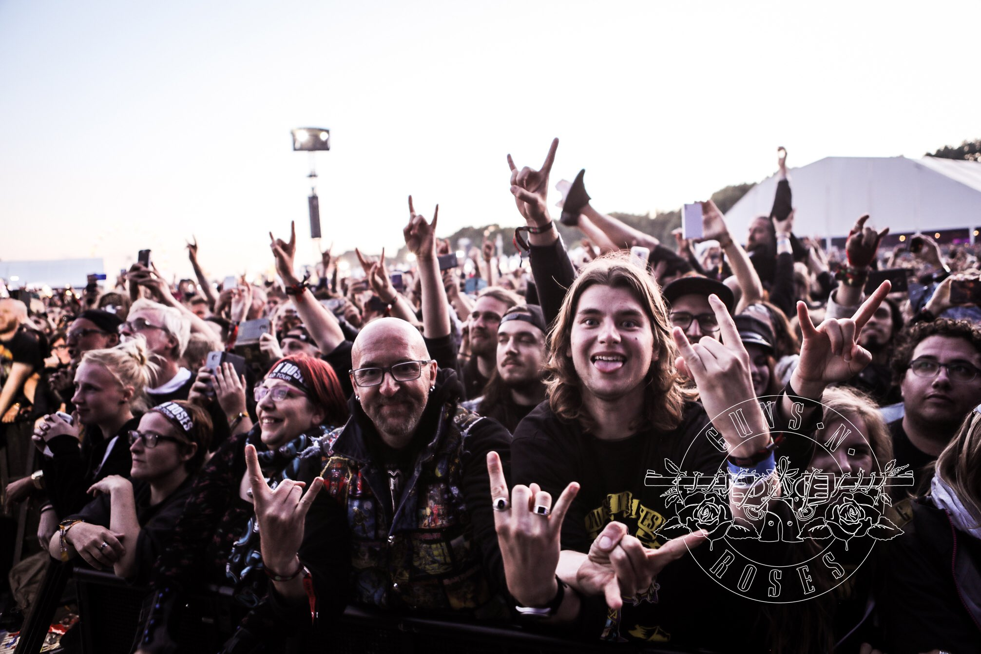 Belgium! Tweet your photos from the show tonight using #GNRatGraspop and we'll retweet some of our favorites... https://t.co/qOLtdwYG8D