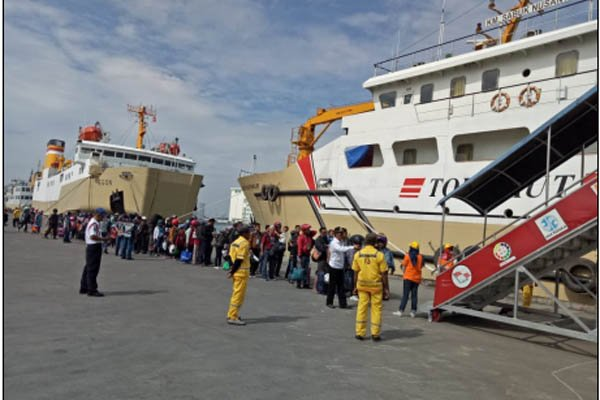 5 Kapal Angkut Gratis Pemudik Motor dari Semarang ke Jakarta https://t.co/XgNtMkAOLF https://t.co/pXzEogee06