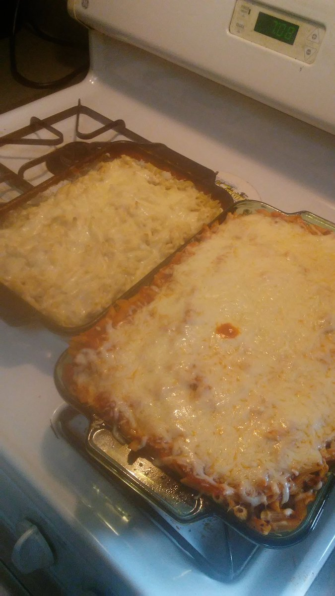 Baked spaghetti and chicken Alfredo #Dinner https://t.co/1O4QSVxElJ